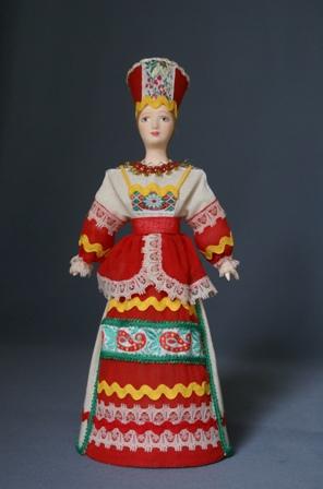 Кукла сувенирная фарфоровая. Традиционный девичий праздничный костюм. Россия.