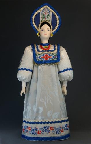 Кукла сувенирная фарфоровая. Север России. Девичий праздничный костюм. К.19 - н.20 в.