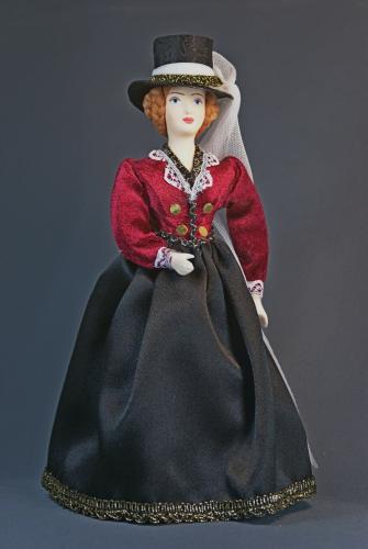 Кукла сувенирная фарфоровая. Дама в костюме для верховой езды. Амазонка. Сер 19 в. Европейская мода.