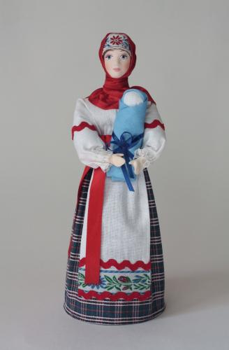 Кукла сувенирная фарфоровая. Крестьянка с ребёнком.