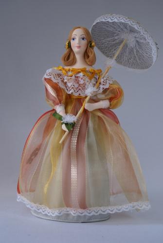 Кукла сувенирная фарфоровая. Барышня в летнем платье с зонтиком. 19 в.Петербург