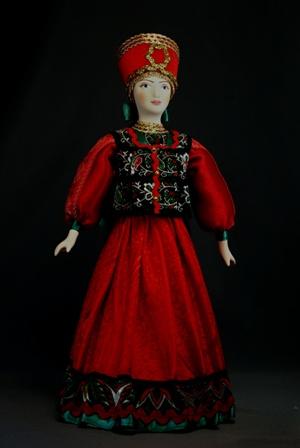 Кукла сувенирная фарфоровая. Московская губ. Красна девица. Девушка в праздничном костюме. К. 19 в.