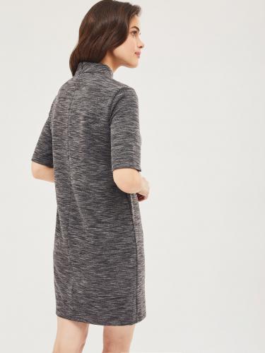 Трикотажное платье с воротником-стойка