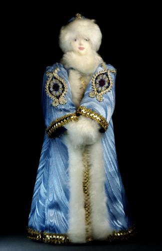 Кукла сувенирная фарфоровая.Снегурочка в боярской шубе. Сказочный персонаж.