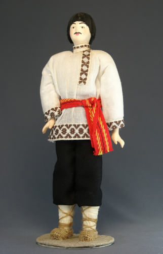 Кукла сувенирная фарфоровая. Чувашский праздничный мужской костюм.