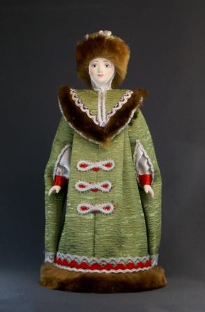 Кукла сувенирная фарфоровая. Боярыня в зимней одежде. 15 - 17 в. Русь.