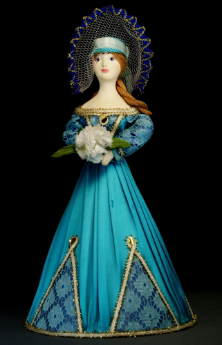 Кукла сувенирная фарфоровая. Дама в летнем платье с букетом цветов.19 в.