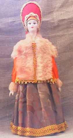 Кукла сувенирная фарфоровая. Россия. Горожанка в зимней одежде. К. 19-н. 20 в.