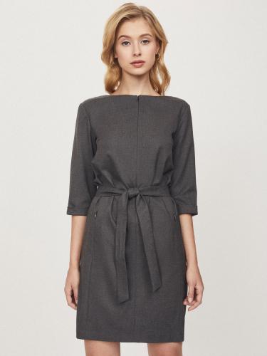 Платье прямого кроя с поясом