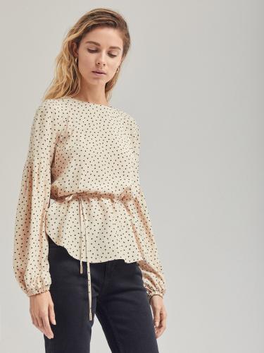Блуза свободного силуэта с объемными рукавами