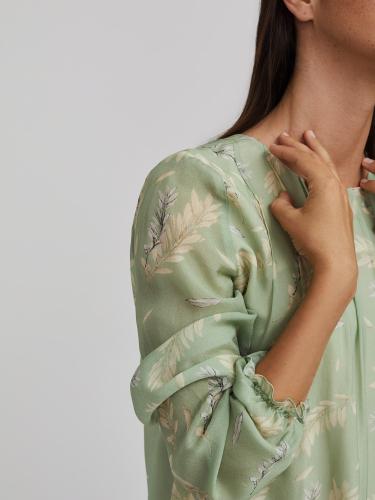 Блуза с растительным принтом