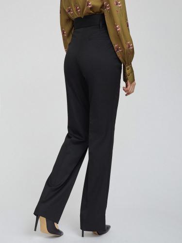 Широкие брюки с завышенной посадкой