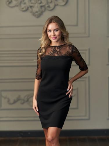 Платье с отделкой из французского кружева