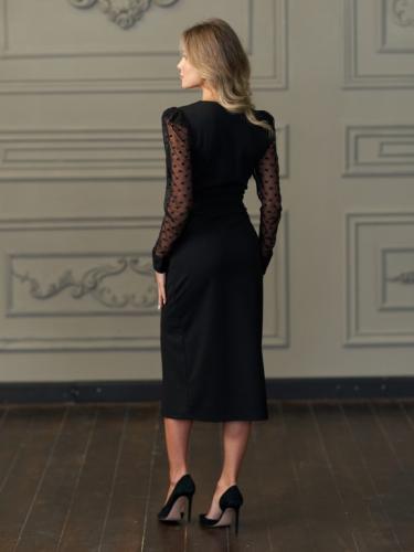 Платье с разрезом и рукавами из сетки