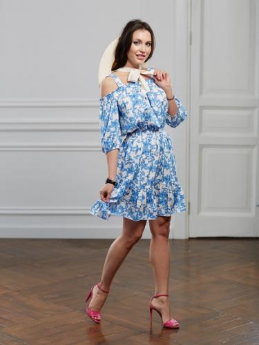 Платье с голубым принтом