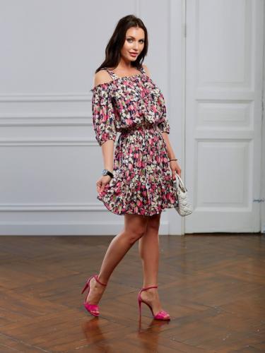 Платье в розовый цветочек