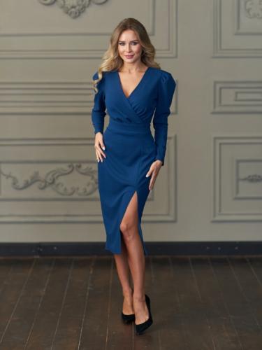 Платье с разрезом цвет синий