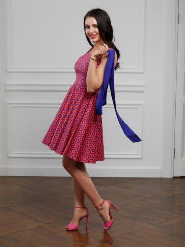 Платье розовое геометрия