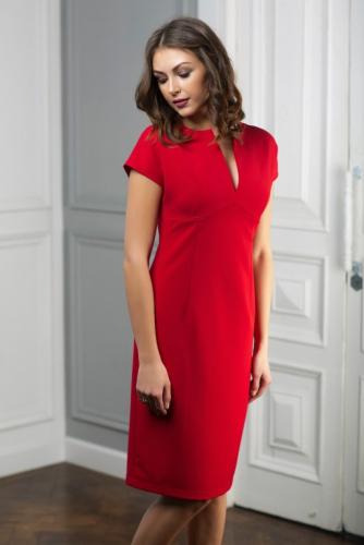 Платье красное с вырезом