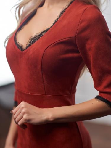Платье из замши с отделкой из кружева