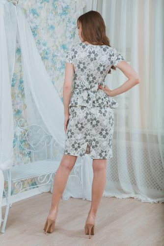 Платье кружевное с баской