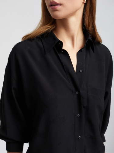 Рубашка с атласным принтом в тон