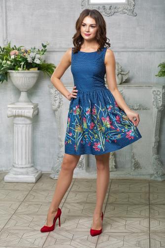 Платье отрезное по талии с вышивкой