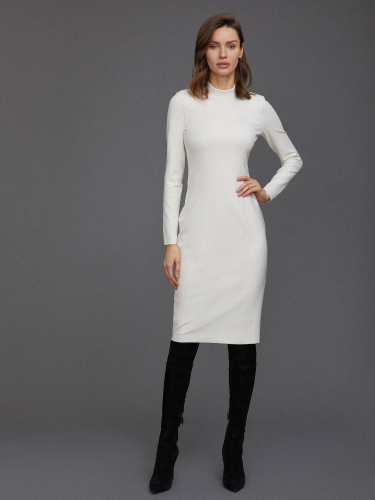 Платье из трикотажа с воротником-стойкой