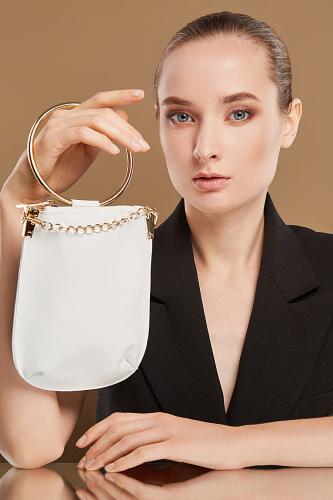 Сумка с ручкой кольцом Очаровательная Николь #195465Золотистый, белый