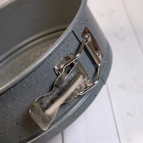 Форма для выпечки со съемным дном Caramella ГРАНИТ круг 28 см