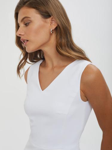 Платье мини с треугольным вырезом