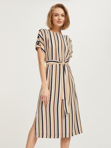 Платье с крупными пуговицами