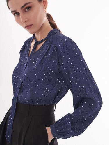 Блуза с лентами на шее