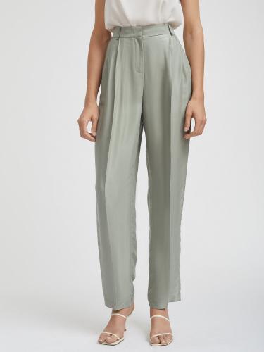 Прямые брюки на талии