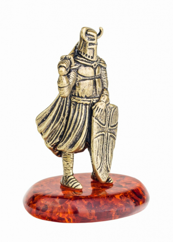 Рыцарь с щитом 224