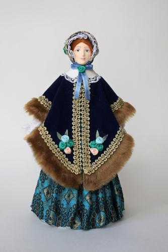 Кукла сувенирная фарфоровая. Дама в бархатном салопе. 1850-е г. Петербург