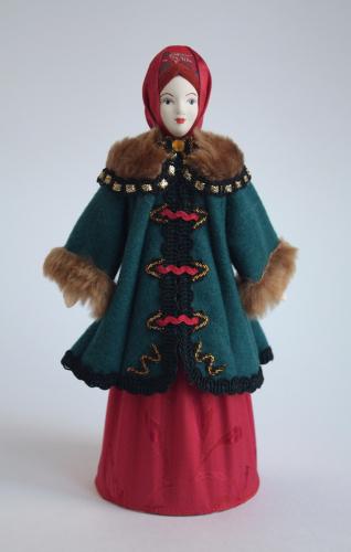 Кукла сувенирная фарфоровая. Зимний костюм горожанки. Нач. 20 в. Россия