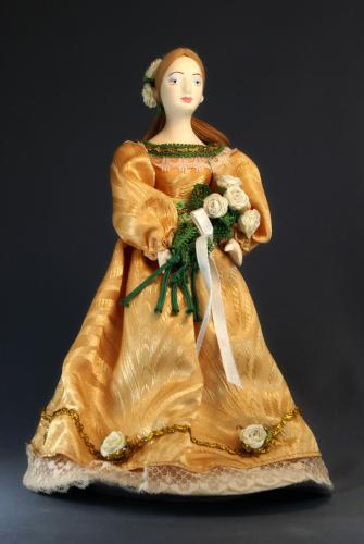 Кукла сувенирная фарфоровая. Барышня в летнем платье с букетом цветов. 1830-е гг.