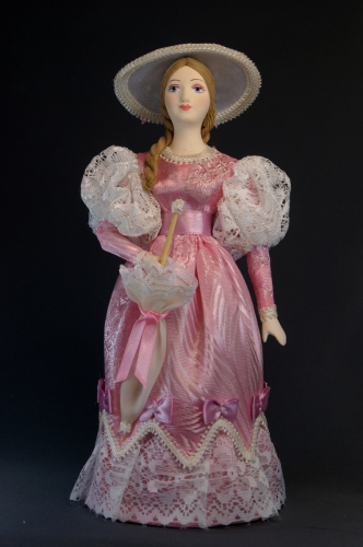 Кукла сувенирная фарфоровая. Дама в летнем  наряде с зонтиком. Нач.19 в. Петерб