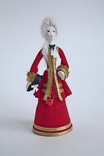 Кукла-шкатулка в светском костюме.