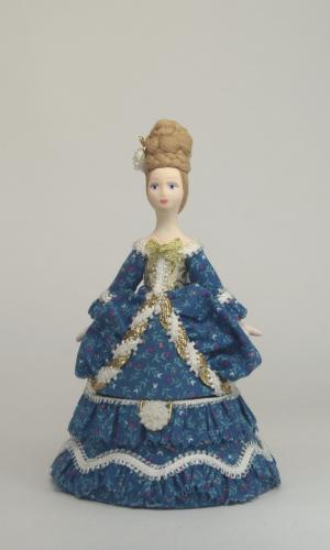 Шкатулка. Дама в цветочном платье