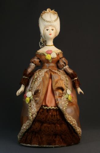 Кукла сувенирная фарфоровая. Дама в бальном платье.