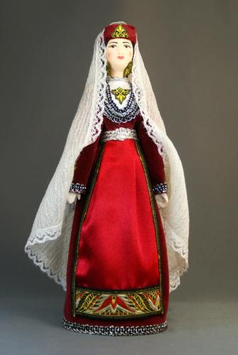 Кукла сувенирная фарфоровая. Армения. Восточные р-ны. Девичий традиционный костюм. К.19-н. 20 в.