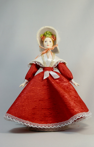 Кукла сувенирная фарфоровая. Барышня в летнем платье. Сер.19 в. Петербург