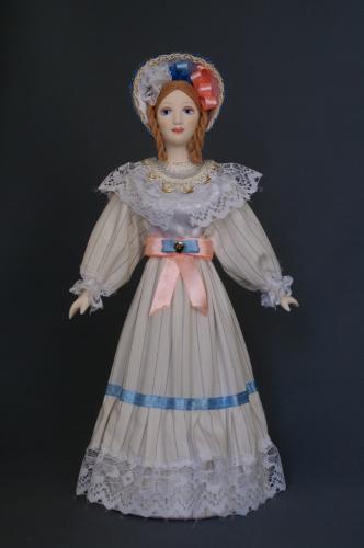 Кукла сувенирная фарфоровая. Летний прогулочный костюм. 1830-е г. Петербург. Европейская мода.