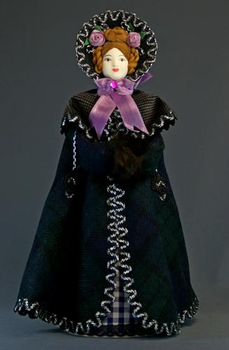 Кукла сувенирная фарфоровая. Дама в крылатке. 1830-е г. Петербург.