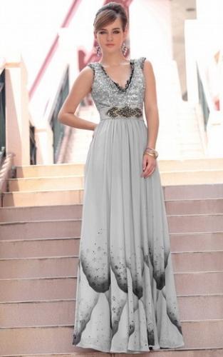Серое платье с принтом, стразами и пайетками