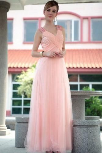 Розовое платье с драпировкой и стразами