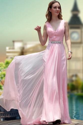 Розовое шифоновое платье с шлейфом