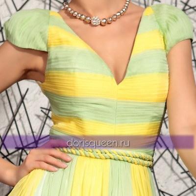Желто-зеленое шифоновое платье с плиссировкой